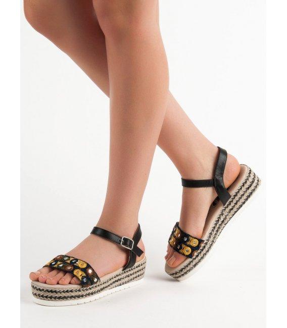 Sandále na platforme