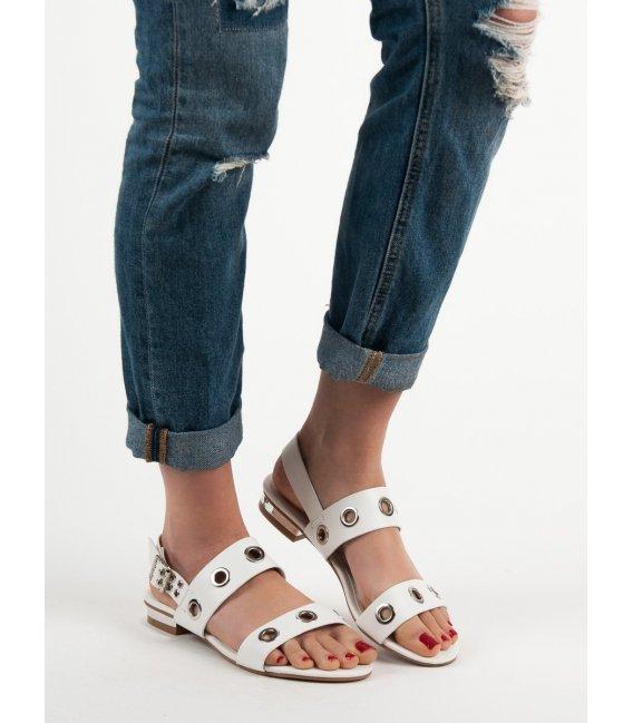 Neformálne biele sandále