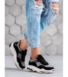 Sneakersy so zebrovaným vzorom