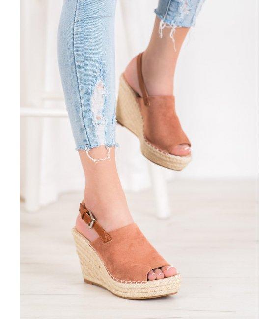 Módne semišové sandálky