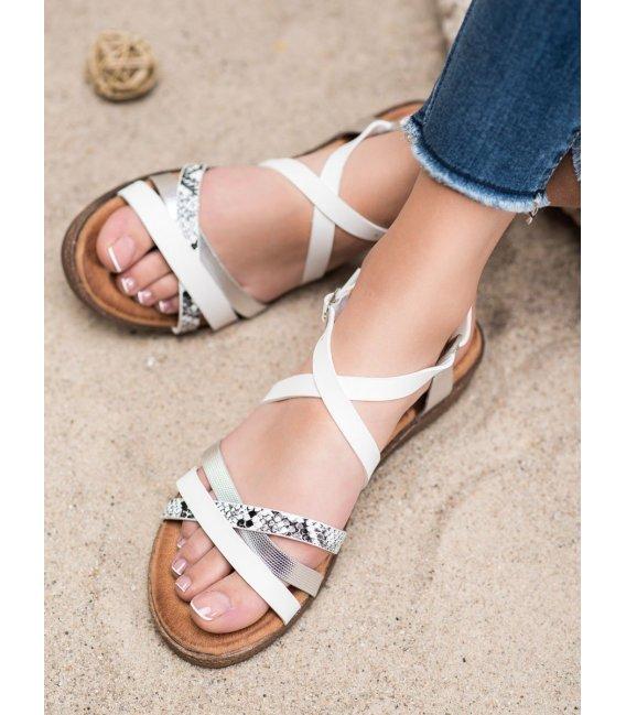Štýlové biele sandále