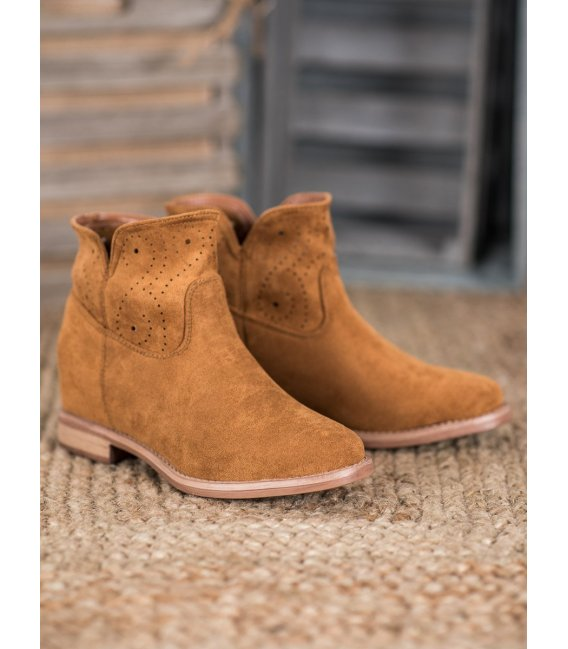 Členkové topánky s dierkovaným vzorom