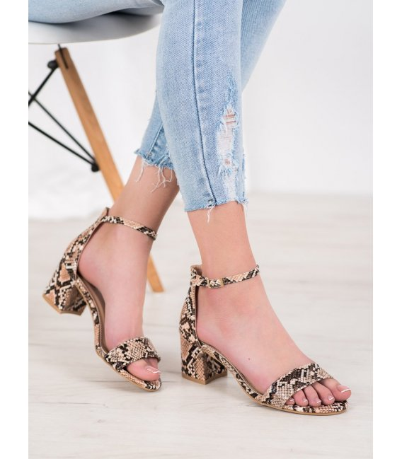 Sandále s hadím vzorom