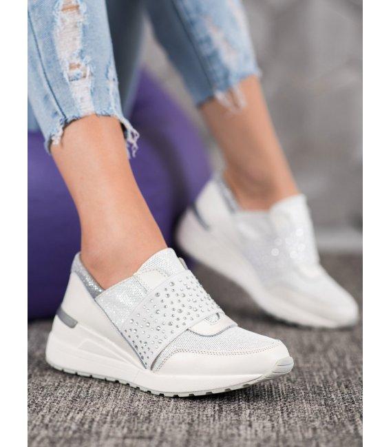 Nazúvacie sneakersy s kryštálmi