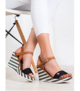 Módne sandále na plnom podpätku
