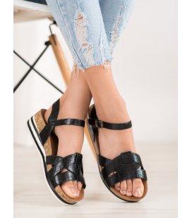 Červené sandálky z eko kože