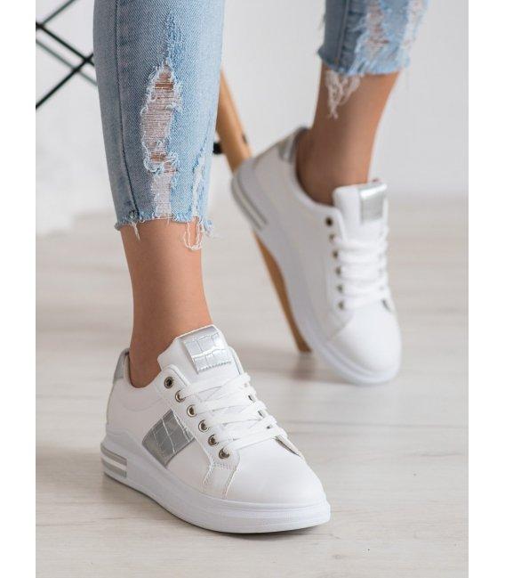 Biele sneakersy s striebornou aplikáciou