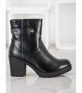 Zateplené topánky na stĺpci