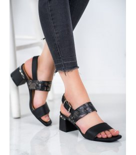 Módne sandále nastĺpci