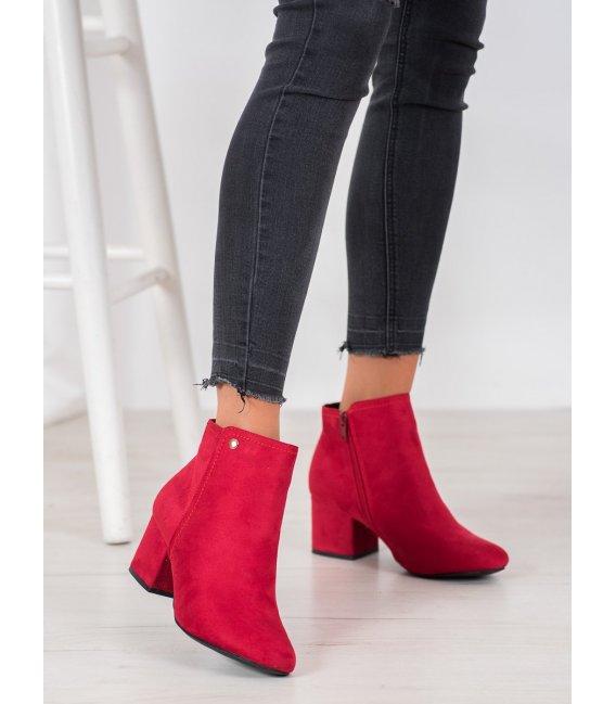 Červené členkové topánky zo semišu