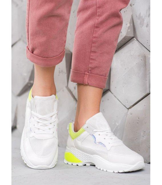 Sneakersy so žltým detailom