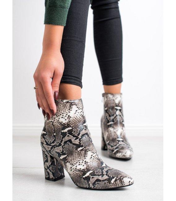 Topánky so špičkou s hadím vzorom