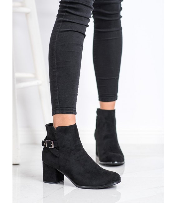 Čierne členkové topánky na podpätku