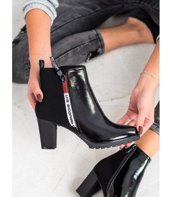 Lakované členkové topánky na podpätku