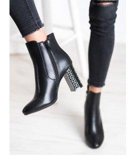 Topánky s ozdobným podpätkom