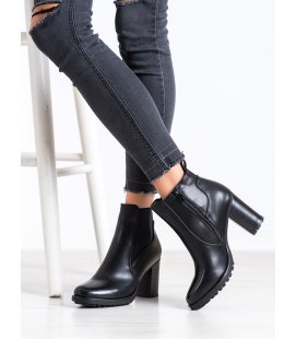 Neformálne topánky na podpätku
