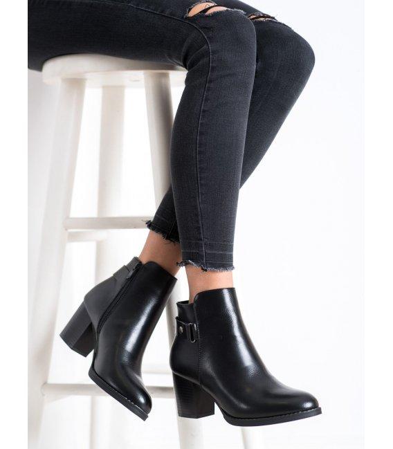 Pohodlné členkové topánky na stĺpci