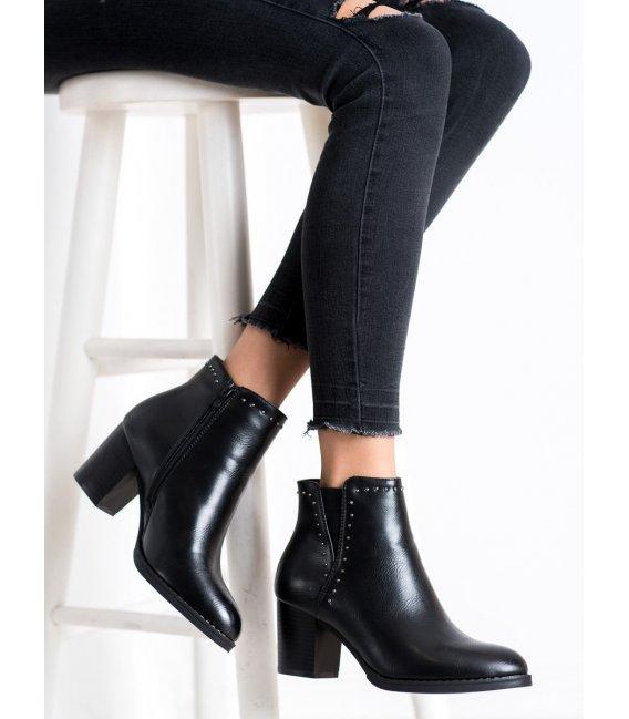 Klasické členkové topánky s ozdobami