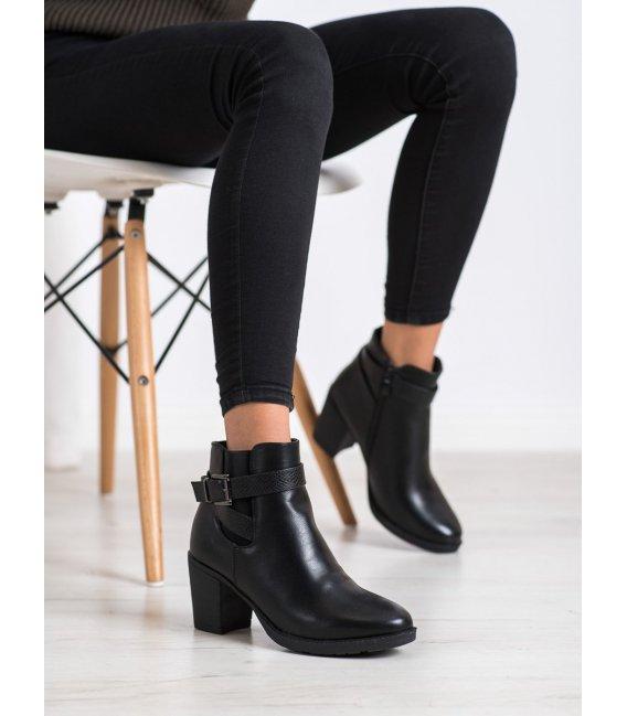 Pohodlné členkové topánky na podpätku
