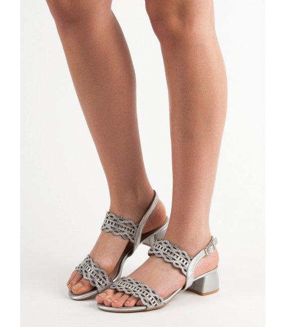 Štýlové sandále na podpätku