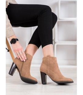 Semišové členkové topánky na stĺpci
