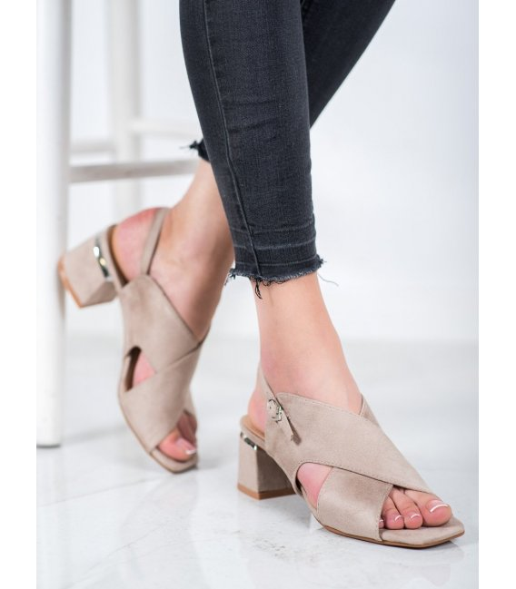 Štýlové béžové sandálky