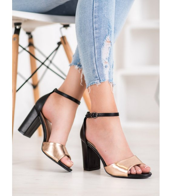 Klasické sandálky na stĺpci