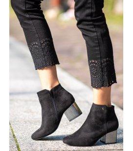 Čierne členkové topánky zo semišu
