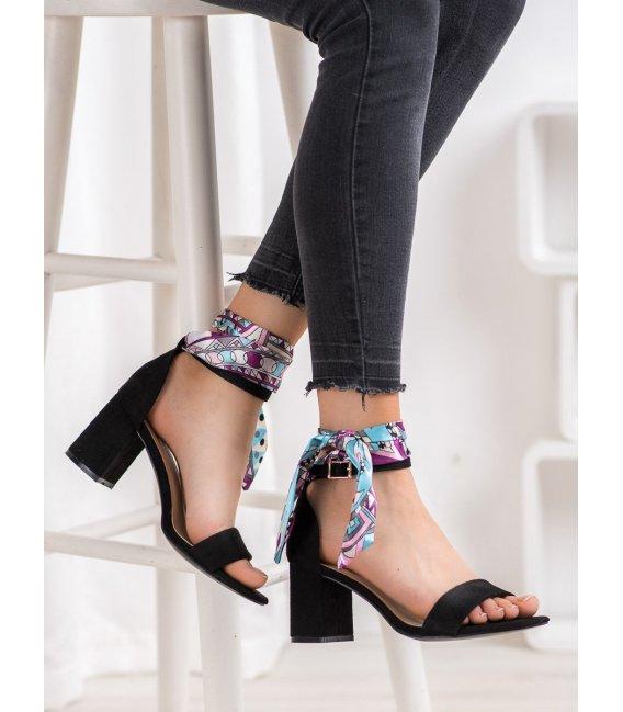 Semišové sandálky s farebnou stužkou