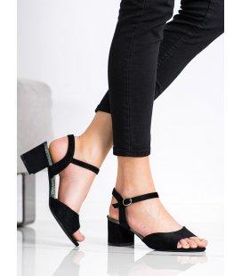 Čierne sandálky na stĺpci