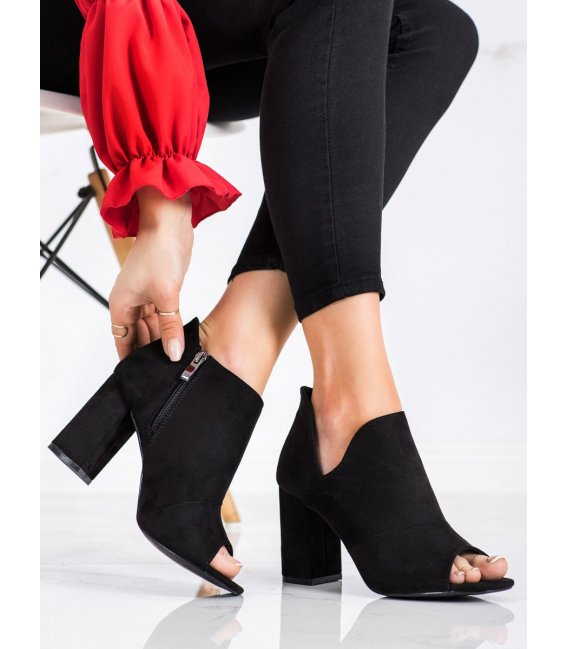 Čierne topánočky s výstrihom