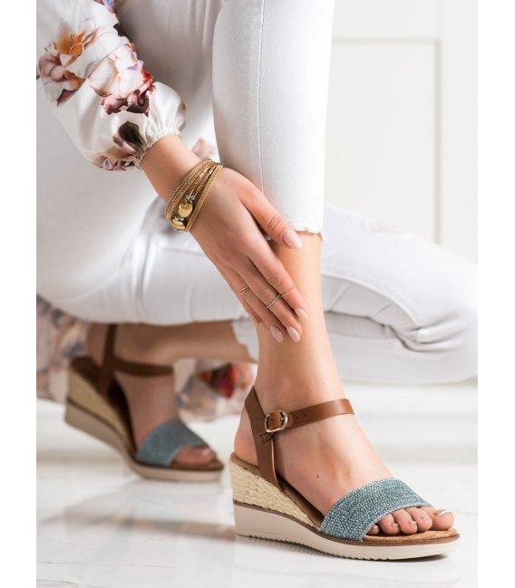 Lesklé pletené sandálky