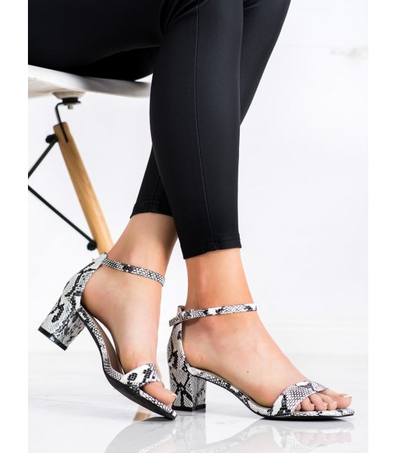 Sandálky na podpätku s hadím vzorom