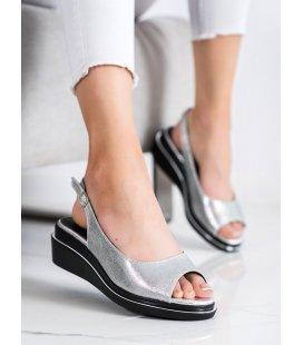 Lesklé strieborné sandálky