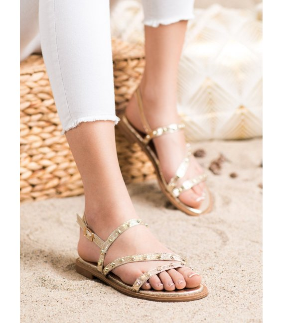 Zlaté sandálky s ozdobami