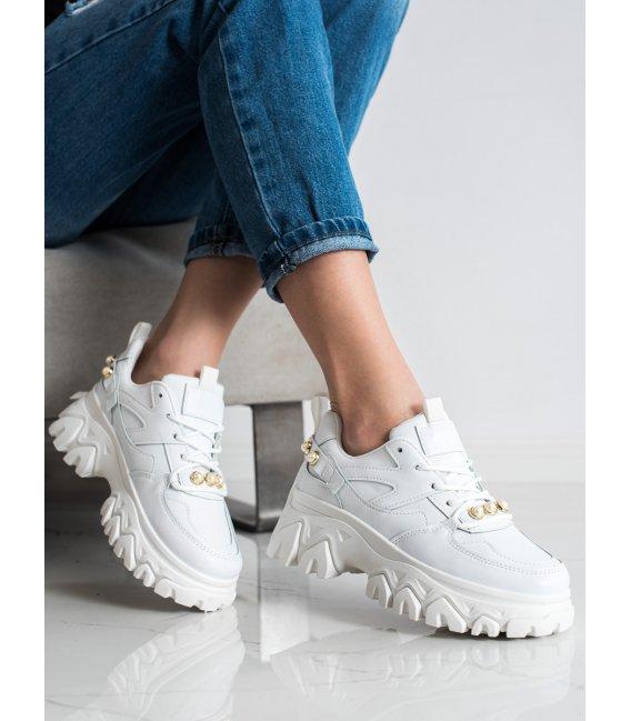 Biele sneakersy s perličkami
