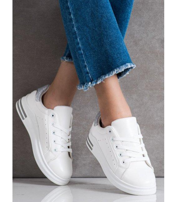 Sneakersy s brokátovými detialami