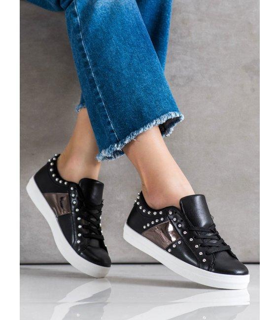Čierne sneakersy s ozdobami