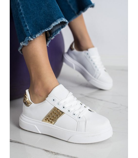 Sneakersy s ozdobami