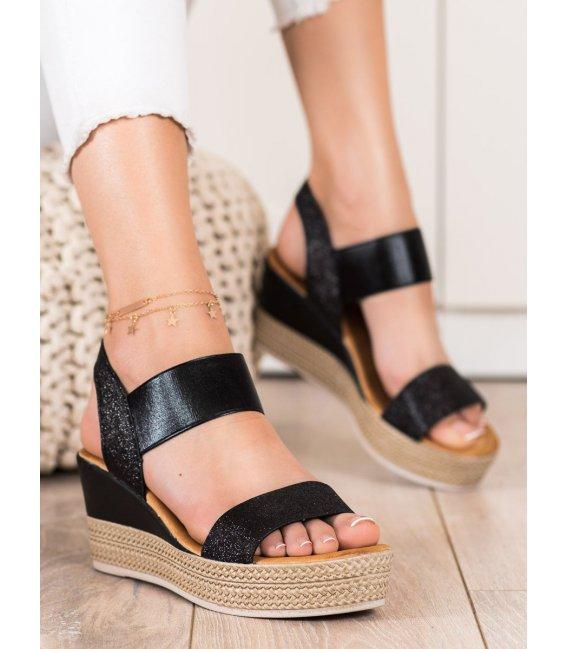 Štýlové sandálky na kline s brokátom