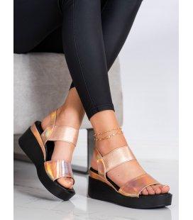 Lesklé sandálky na kline